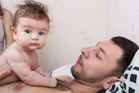 dad holding baby skin to skin